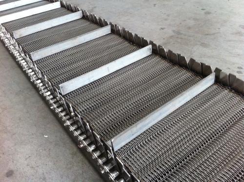 关于不锈钢网带输送机生锈原因