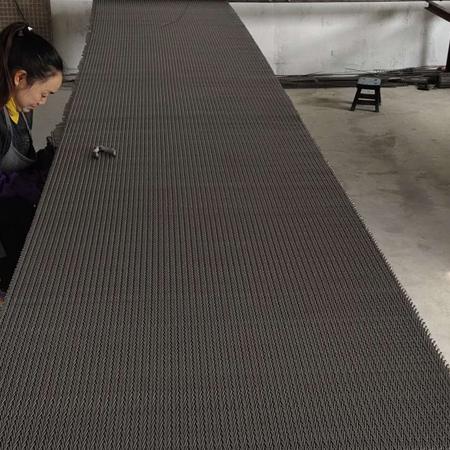 不锈钢网带在高温环境下工作时需要注意些什么?